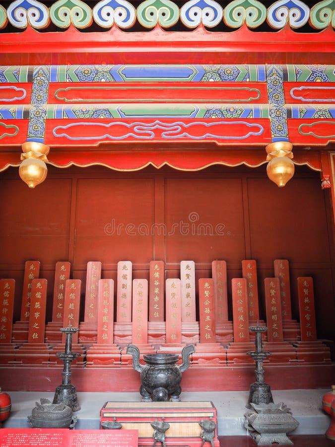 Trillend rood heiligdom bij de tempel van Confucius in Tianjin royalty-vrije stock fotografie