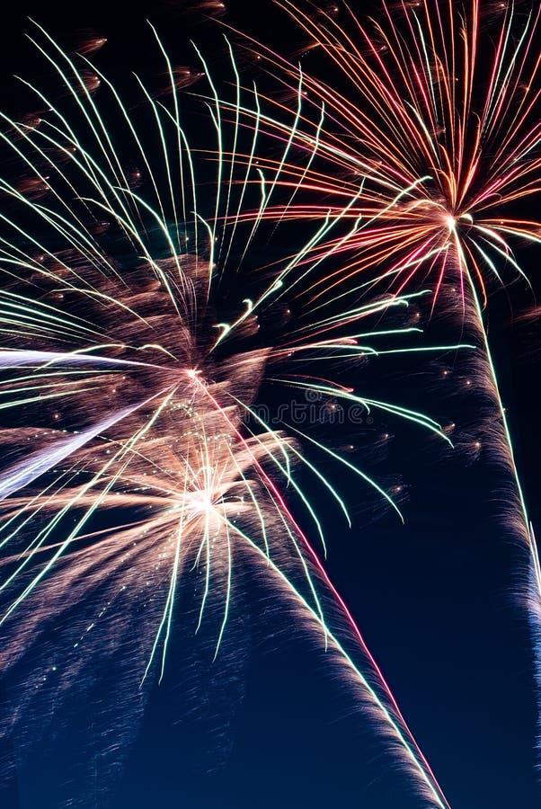 Trillend Vuurwerk verticaal beeld als achtergrond royalty-vrije stock foto's