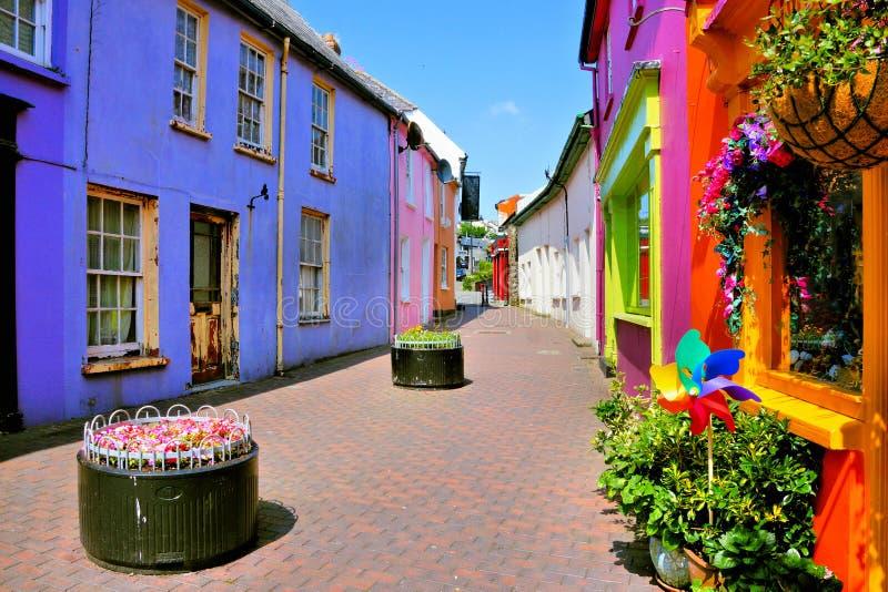 Trillende kleurrijke gebouwen in de Oude Stad van Kinsale, Cork, Ierland royalty-vrije stock afbeelding