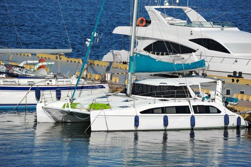 Trimaran motorowy jacht zdjęcie stock