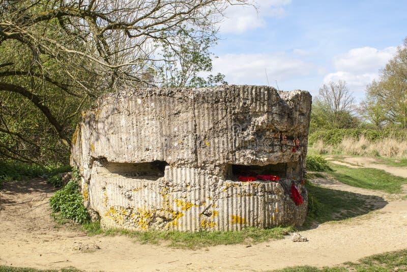 Trincheira do foxhole WW1 da morte em Diksuimde Flanders Bélgica fotos de stock royalty free