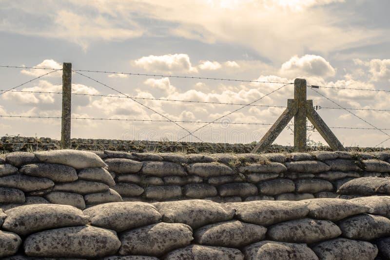 Trincheiras de sacos de areia da Primeira Guerra Mundial em Bélgica foto de stock