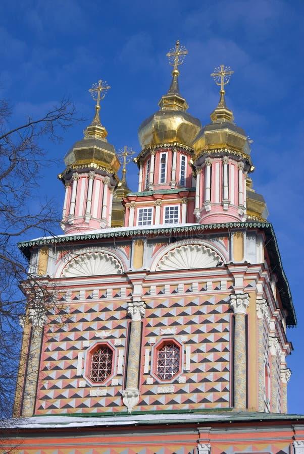 Trindade Sergius Lavra em Rússia Foto do inverno da cor imagens de stock