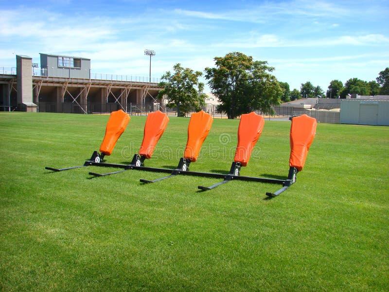 Trineo de la práctica del fútbol americano imagenes de archivo