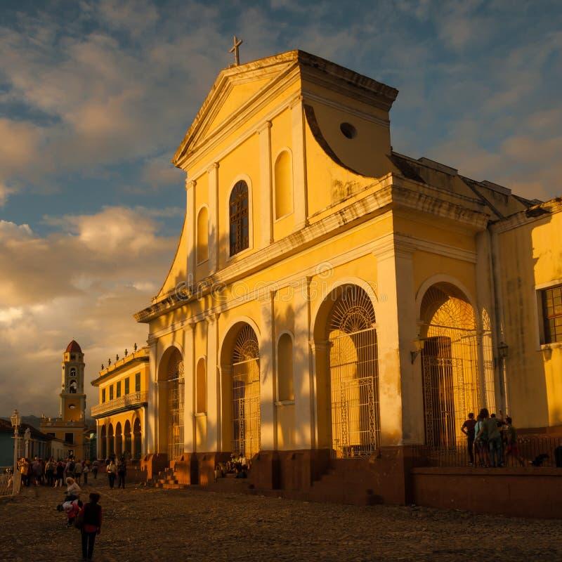 TRINIDAD, CUBA - 27 DE JANEIRO DE 2018: Iglesia Parroquial de la Santisima igreja santamente em Trinidad, Cuba Trinidad foto de stock
