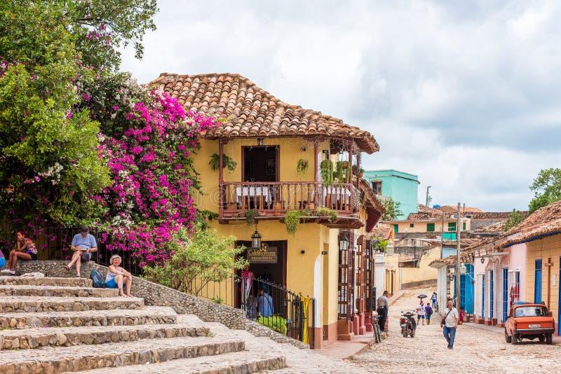 TRINIDAD, CUBA - 16 DE MAYO DE 2017: Vista del edificio de la ciudad Copie el espacio para el texto imagenes de archivo