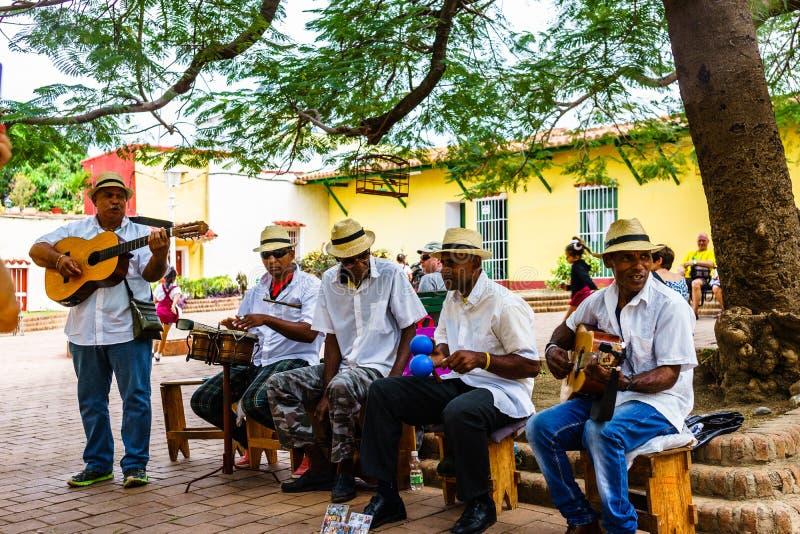 Trinidad, Cuba - 2019 Músicos cubanos tradicionais que jogam músicas para turistas em Trinidad, Cuba imagens de stock royalty free