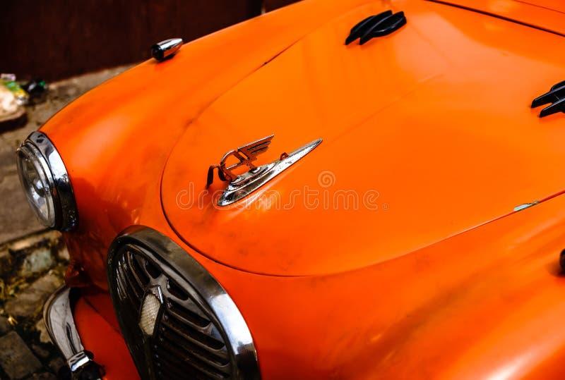 Trinidad, Cuba - 2019 Omhoog sluit de klassieke uitstekende auto van Austin, rode kleur, royalty-vrije stock foto's