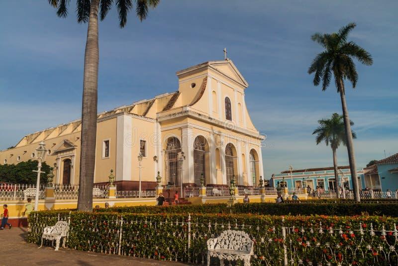 TRINIDAD KUBA - FEBRUARI 8, 2016: Iglesia Parroquial de la Santisima Trinidad kyrka på Plazaborgmästarefyrkant i Trinidad, gröngö arkivfoto