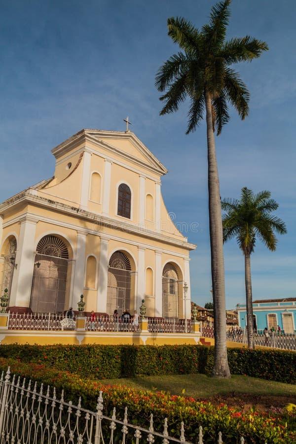TRINIDAD KUBA - FEBRUARI 8, 2016: Iglesia Parroquial de la Santisima Trinidad kyrka på Plazaborgmästarefyrkant i Trinidad, gröngö royaltyfria foton