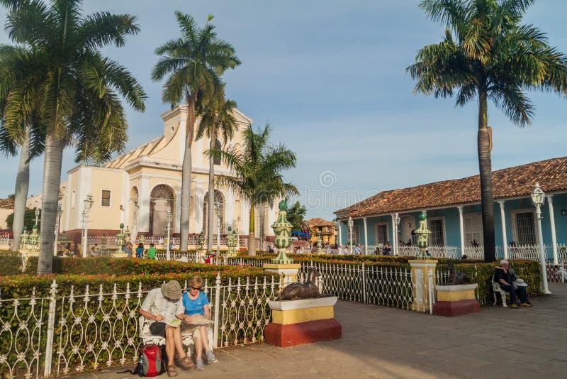 TRINIDAD KUBA - FEBRUARI 8, 2016: Iglesia Parroquial de la Santisima Trinidad kyrka på Plazaborgmästarefyrkant i Trinidad, gröngö arkivbilder