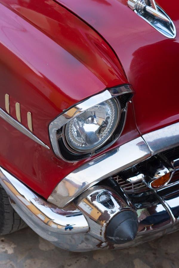 Trinidad Kuba, Jul, - 7 2018: Chromu reflektor stary zegaru samochód o obrazy royalty free