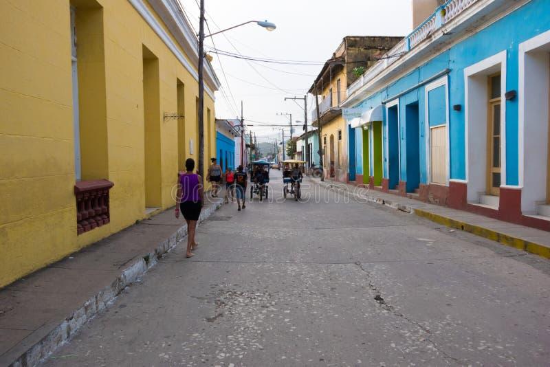 Trinidad Kuba, Jul, - 7 2018: Kolorowi domy na ulicie Tr zdjęcia royalty free