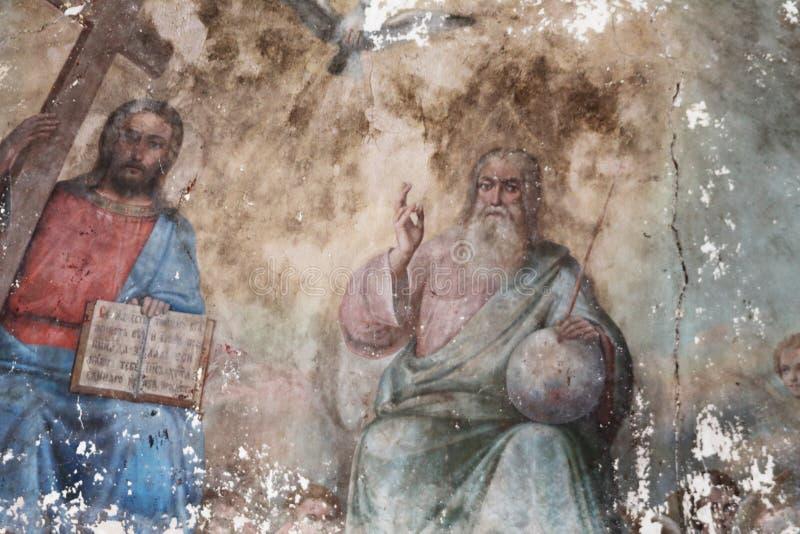 Trinidad santa del fresco único: Padre, hijo, paloma del Espíritu Santo, templo del arcángel Michael, siglo XIX Concepto — cultur fotografía de archivo