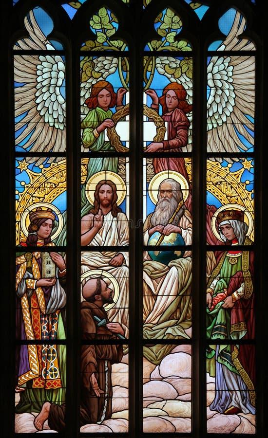 trinità santa Finestra di vetro macchiato di Art Nouveau fotografia stock libera da diritti