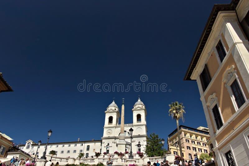 Trinità dei monti schody w Rzym i kościół zdjęcia royalty free