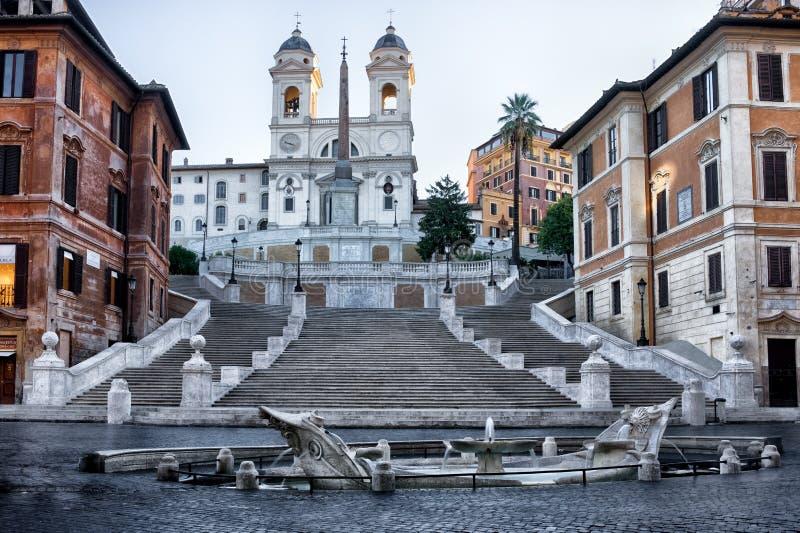 Trinita dei Monti widok w wczesnym poranku w Rzym, Włochy zdjęcie stock