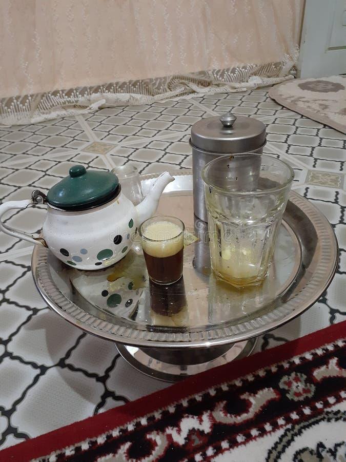 Trinken Sie den Wüstentee in einer der Diäten im Haus und trinken Sie Tee ist die Tradition der Menschen in der Region lizenzfreies stockfoto