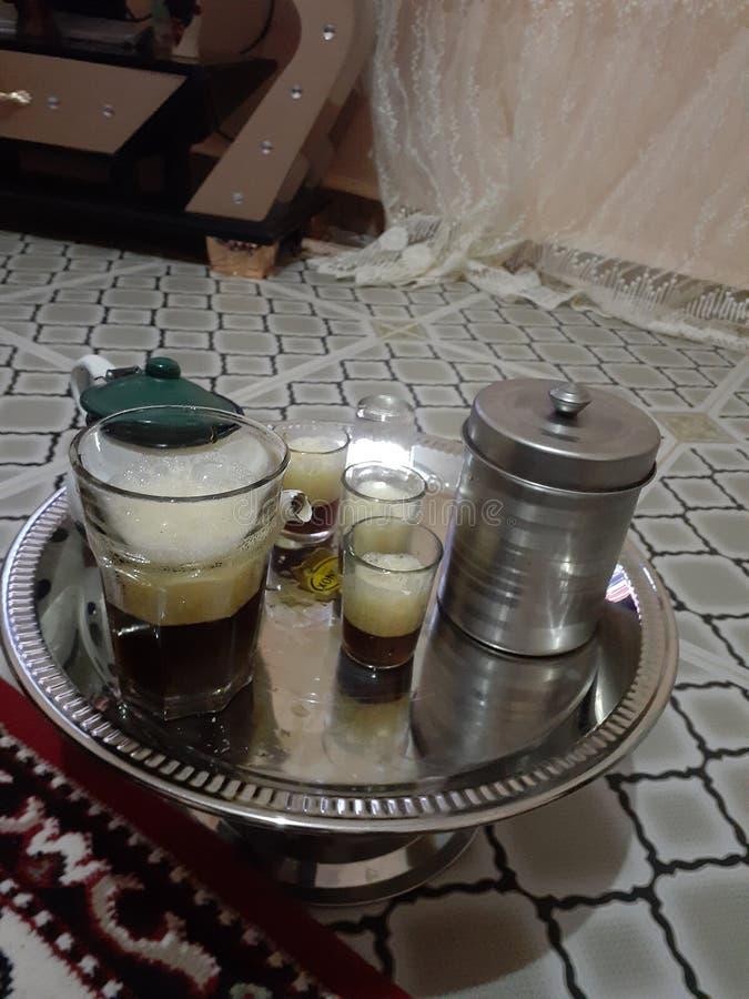 Trinken Sie den Wüstentee in einer der Diäten im Haus und trinken Sie Tee ist die Tradition der Menschen in der Region stockfotografie