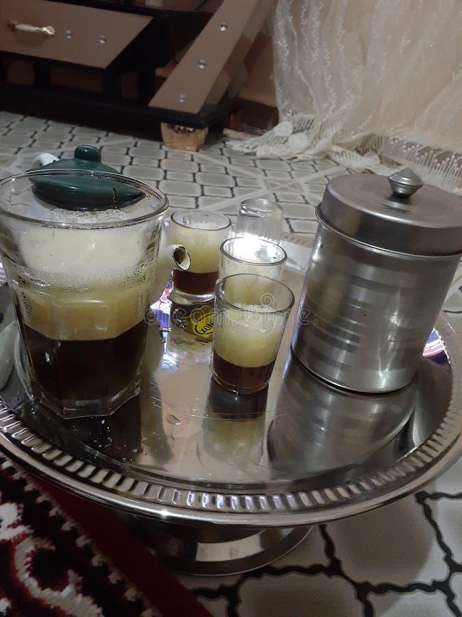 Trinken Sie den Wüstentee in einer der Diäten im Haus und trinken Sie Tee ist die Tradition der Menschen in der Region lizenzfreie stockfotografie