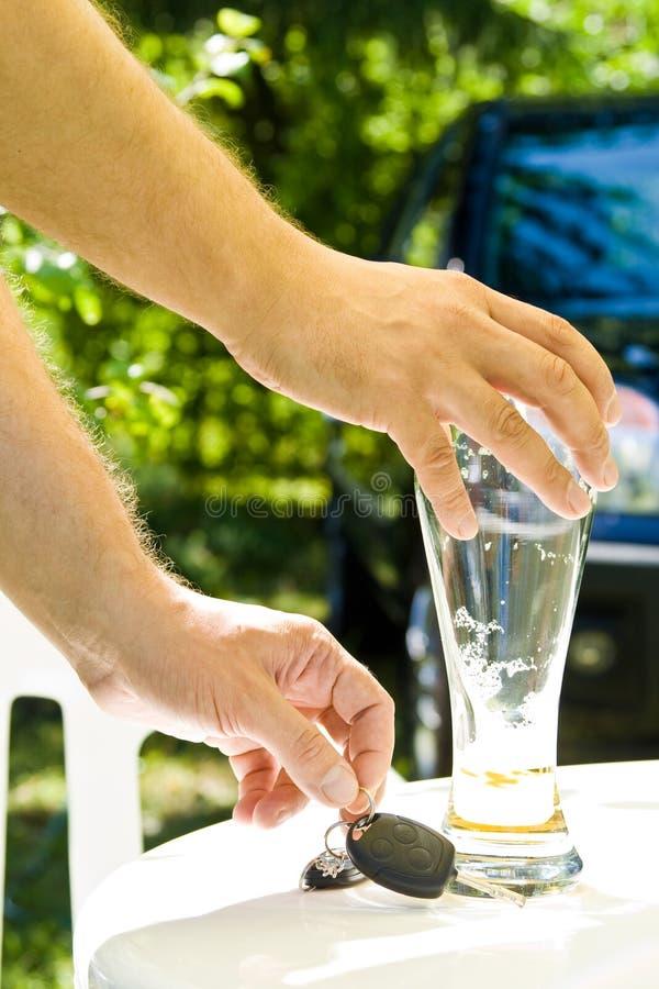 Trinken und Antreiben stockfotografie