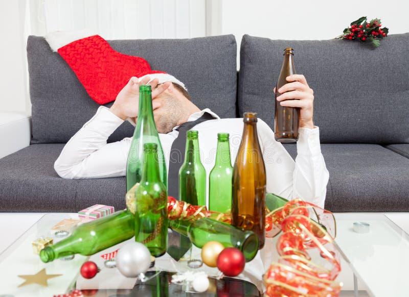 Trinken zu viel während der Weihnachtszeit stockfotos