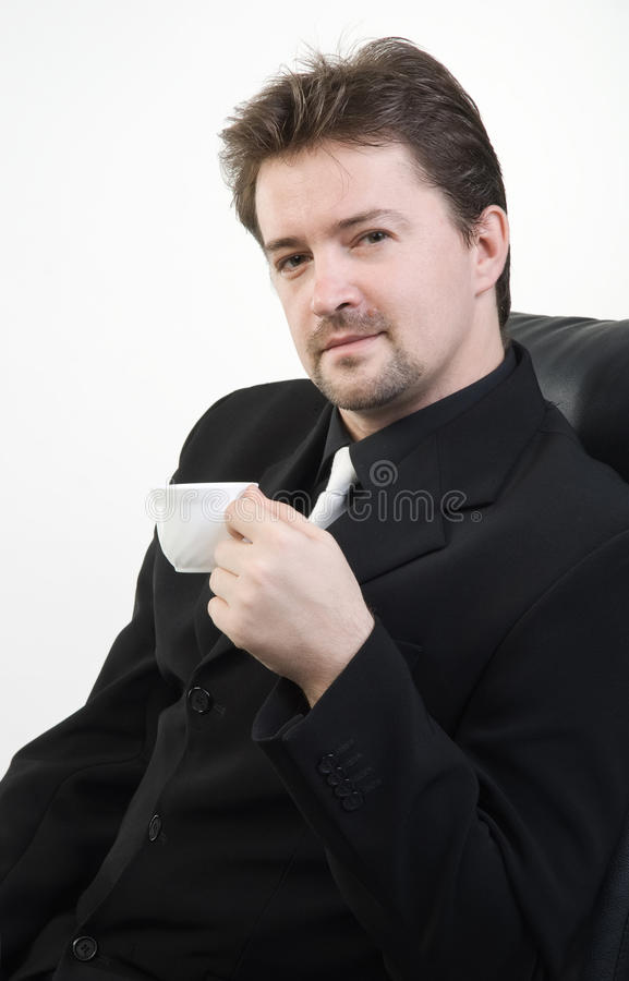 Trinkender Tee des Mannes stockfotografie