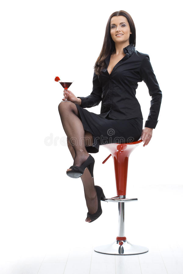 Trinkendes Cocktail der Frau stockfoto
