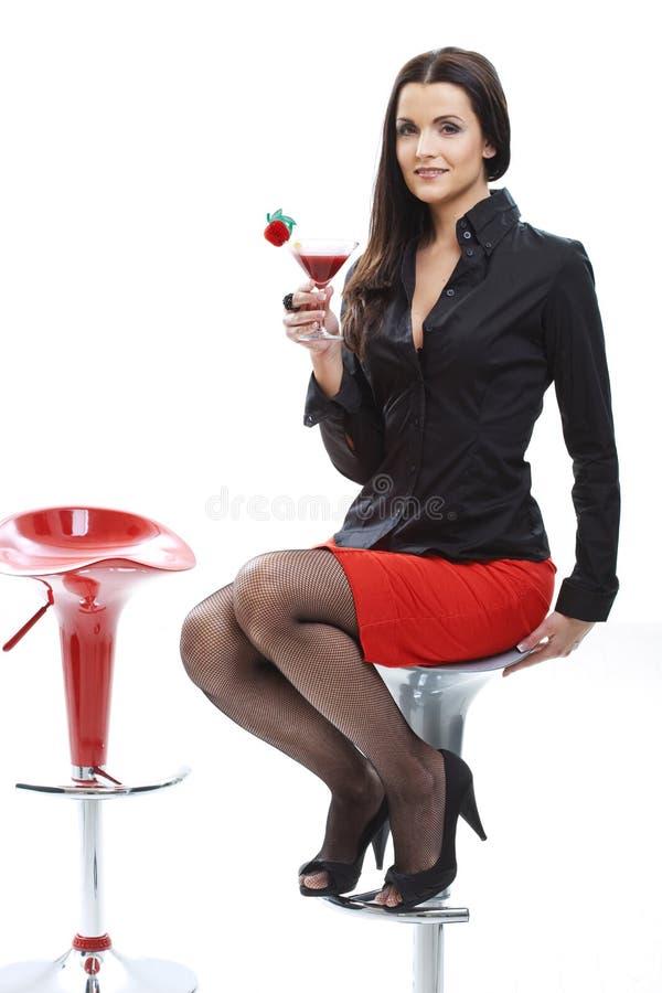 Trinkendes Cocktail der Frau lizenzfreies stockfoto
