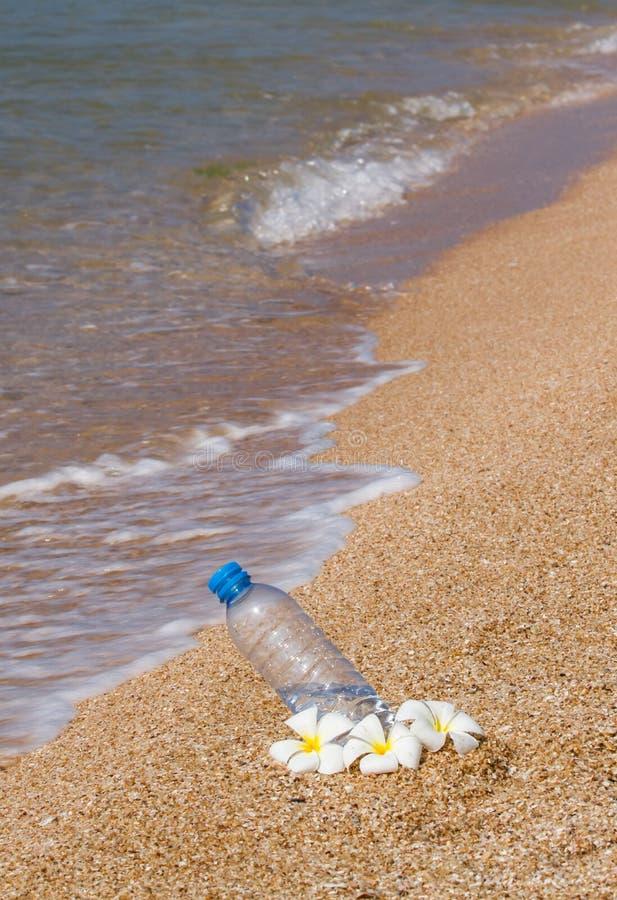 Trinkwasserflasche lizenzfreie stockfotos