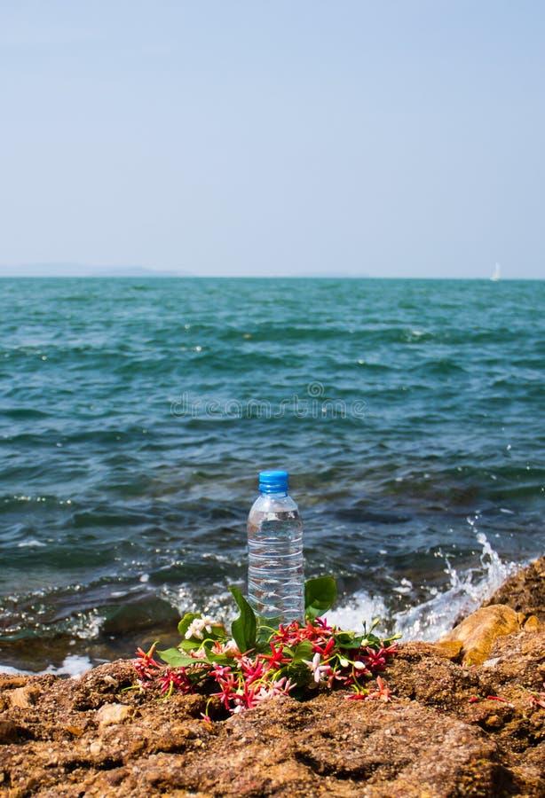 Trinkwasserflasche lizenzfreies stockbild