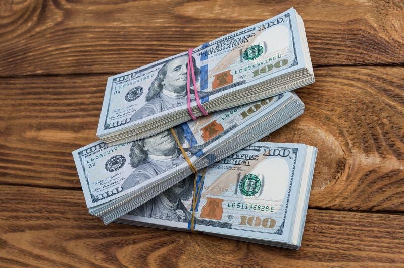 Trinta mil dólares nos blocos em uma tabela de placas textured Vista de acima fotografia de stock royalty free