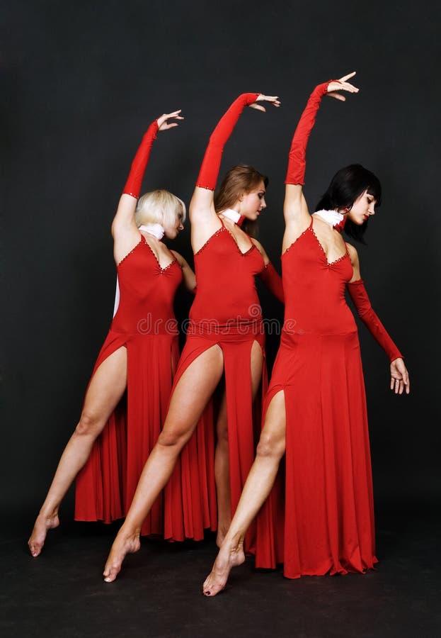 Trio élégant dans des robes de soirée photo libre de droits