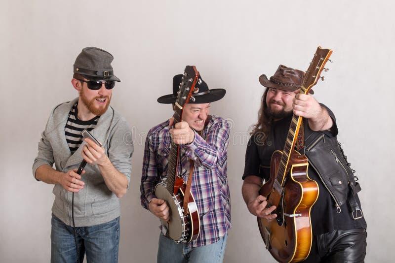 Trio de músicos alegres imagens de stock royalty free