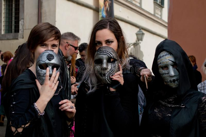Trio masqué aux bandes dessinées et aux jeux 2017 de Lucques images libres de droits