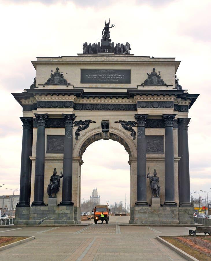 Triomfantelijke boog op Kutuzov-Weg stock foto