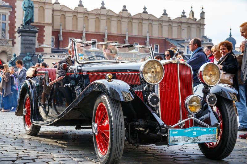 Triomphez sur le rassemblement des voitures de vintage à Cracovie, Pologne photo libre de droits
