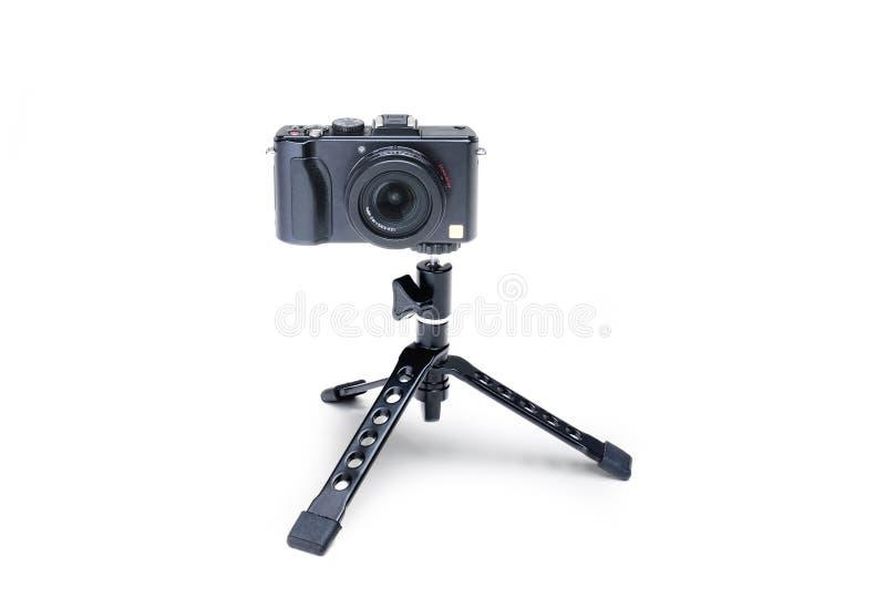 Tripé de dobramento com câmera compacta foto de stock royalty free