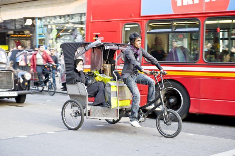 Trishaw na rua de Lonon fotos de stock