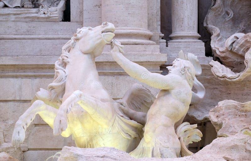 Tritón y caballo con alas en la fuente del Trevi en Roma fotos de archivo libres de regalías