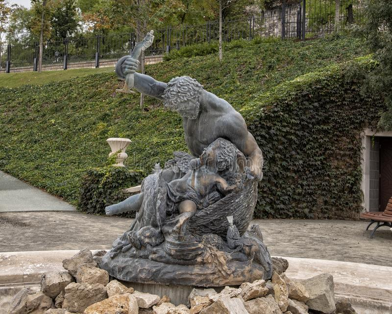 Triton springbrunn, Buda Castle Renaissance trädgård, Budapest, Ungern royaltyfri bild