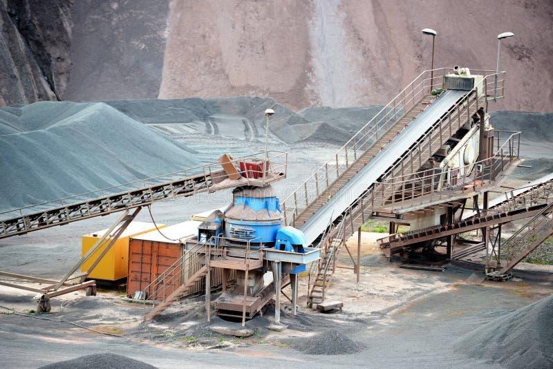 Triturador de pedra na mina de superfície Imagem de HDR foto de stock