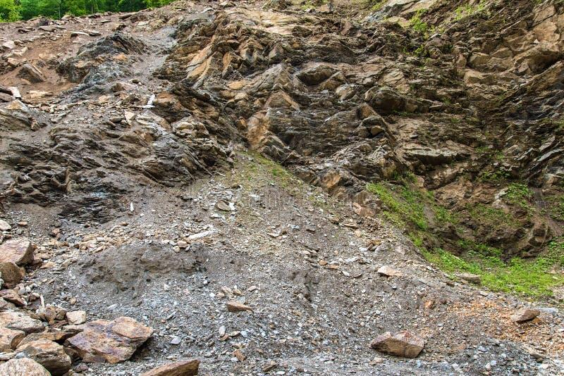 Triturador de pedra na pedreira da mina imagens de stock royalty free