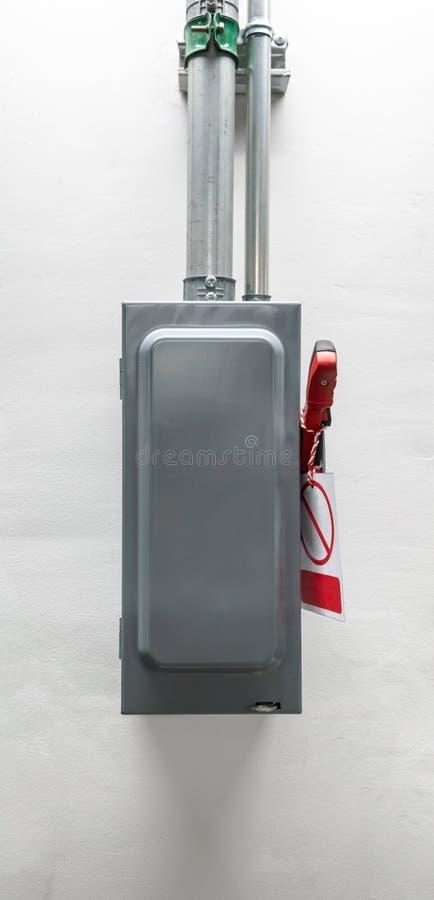 Triturador eléctrico del circuito contra el fondo blanco foto de archivo libre de regalías