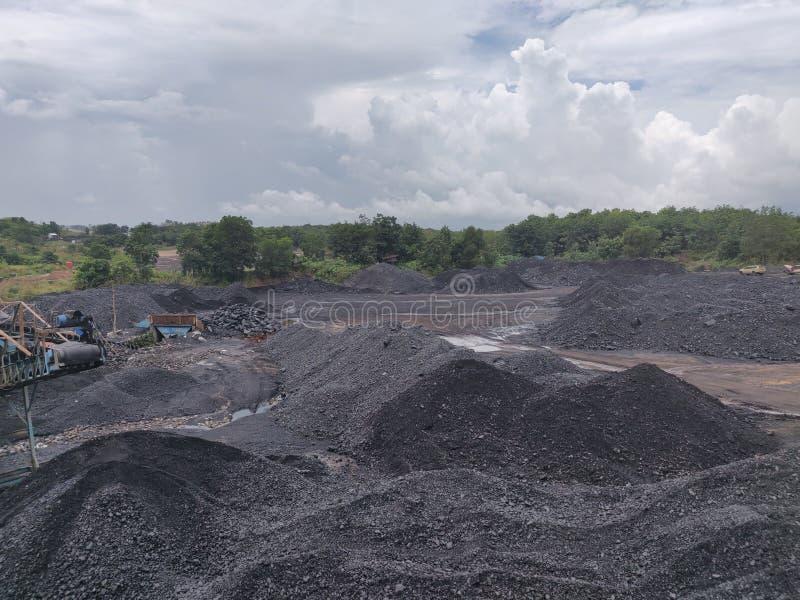 Trituradora de carbón en la reserva, bituminosa - carbón de antracita, carbón de alto grado imagenes de archivo