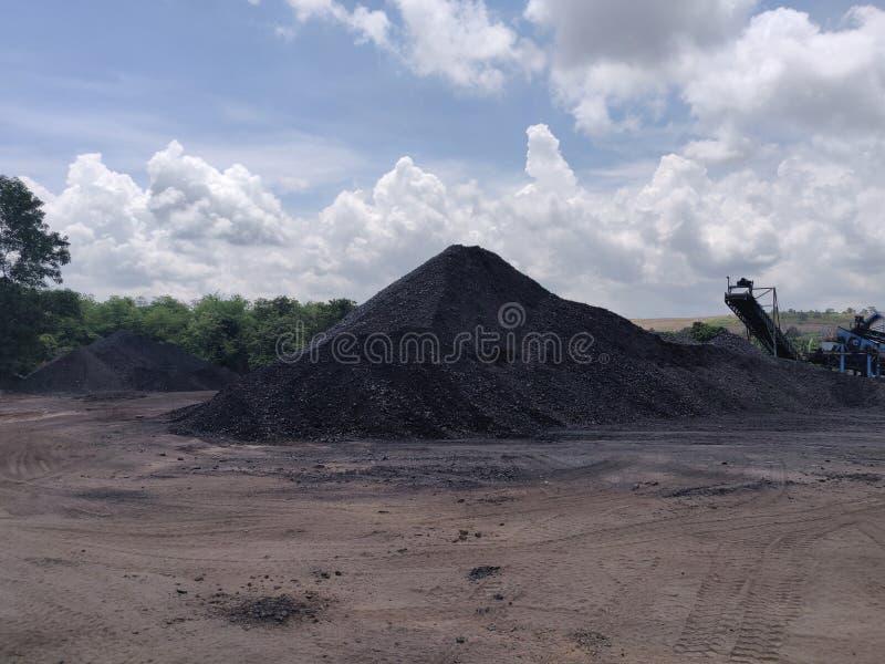 Trituradora en la reserva, bituminosa - carbón de antracita, carbón de alto grado fotografía de archivo