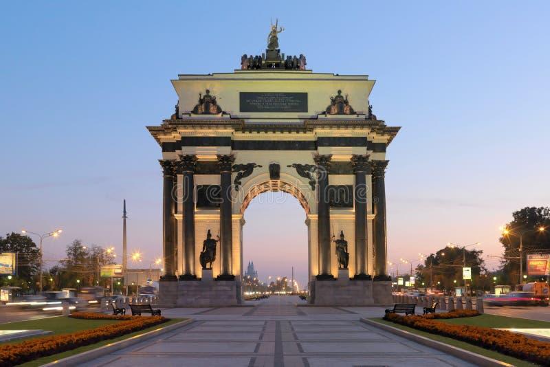 Triumf- båge av triumf- portar för Moskva av Moskva royaltyfri foto