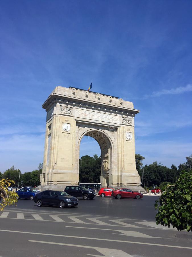 Triumf- båge i Bucharest, Rumänien royaltyfri fotografi