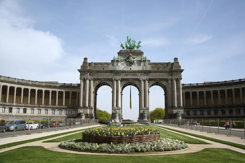 Triumf- båge i Parcen du Cinquantenaire i Bryssel royaltyfri foto