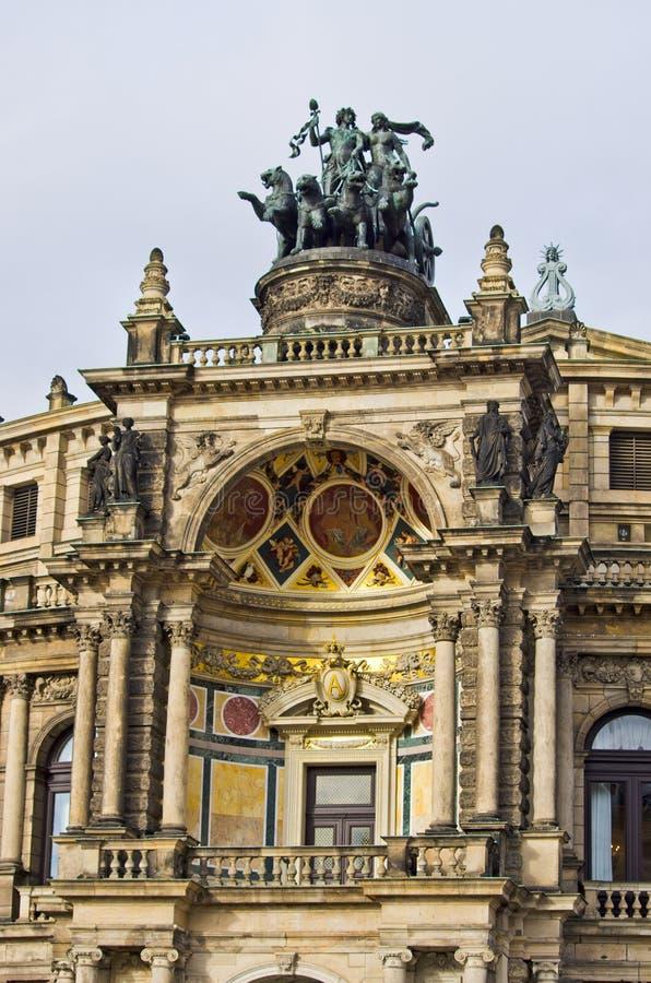 Triumfvagn på operabyggnad - Dresden, Tyskland royaltyfri foto